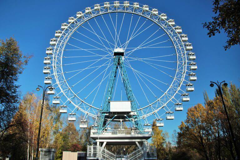 Большое колесо обозрения в Измайловском парке